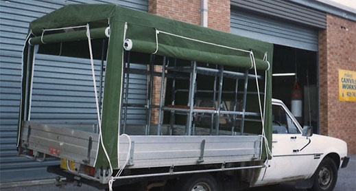 Canvas truck canopy with pulley system